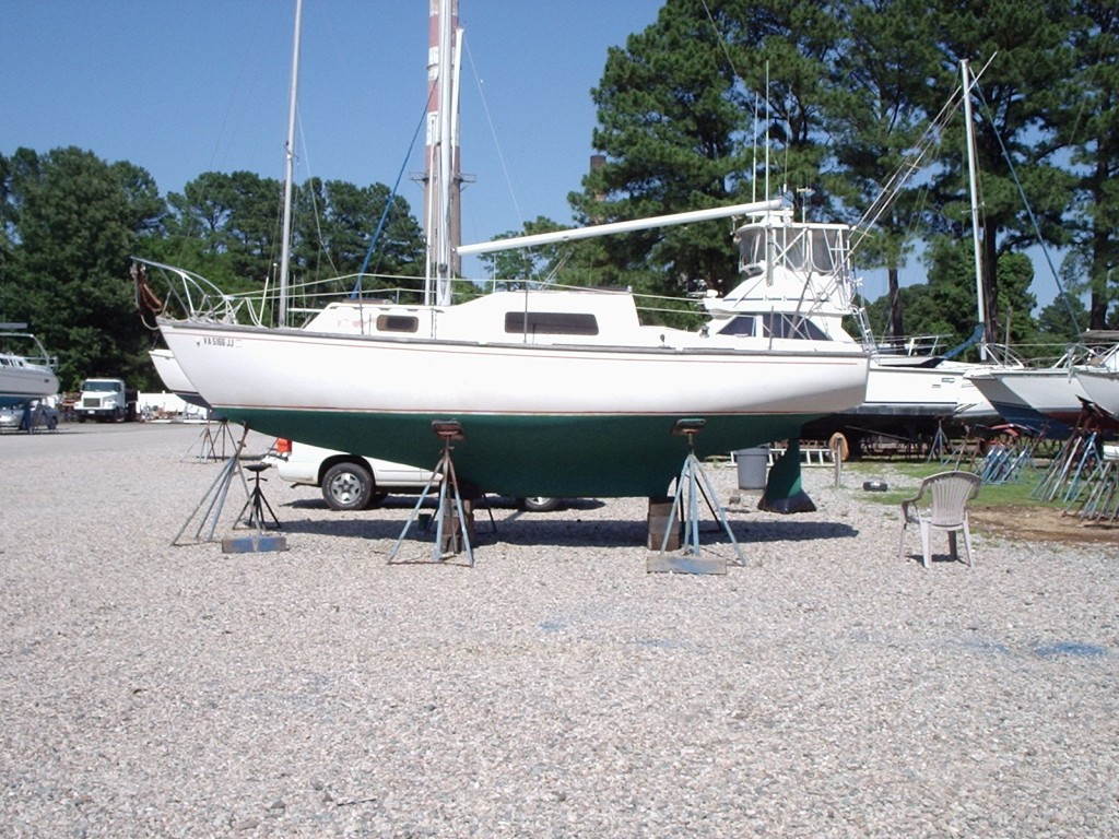 An older Irwin 25', on the hard for bottom maintenance.
